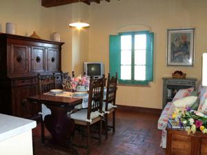 Wohnzimmer Mit Küchenzeile, Doppelzimmer, Einzelzimmer, Badezimmer Mit  Dusche. Erste Etage Mit Privater Terrasse Landschaftlich Sehr Reizvoll.